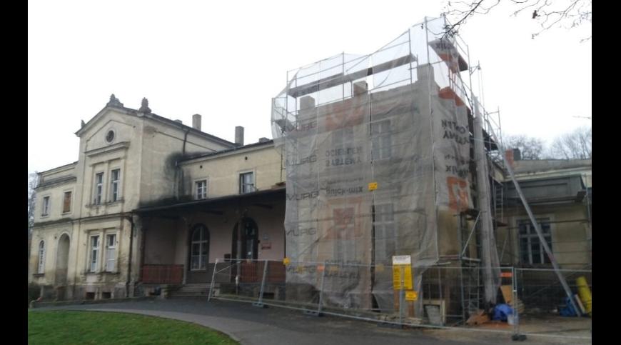 Zdjęcie remontowanego pałacu