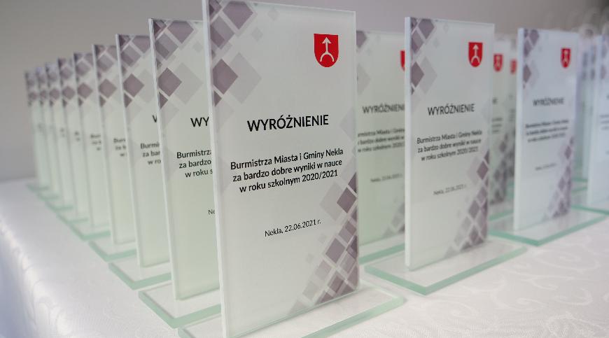 Uroczyste wręczenie wyróżnień dla najlepszych absolwentów klas VIII szkół podstawowych z gminy Nekla